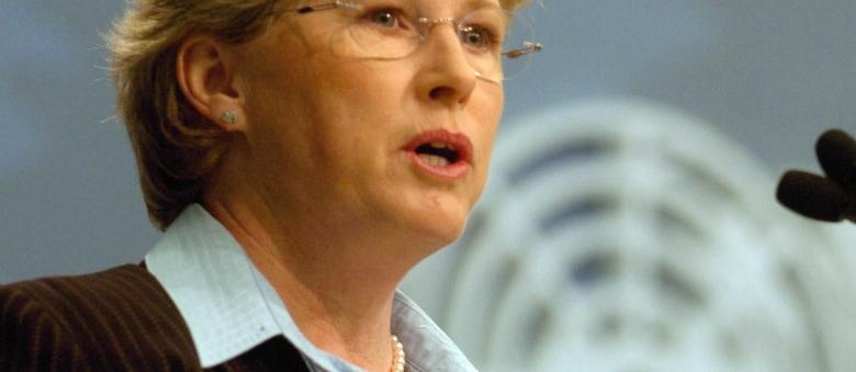 Carbon Tax Debates Heat Up, Milne Fires At Abbott